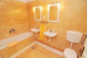 Badezimmer eines Doppelzimmers
